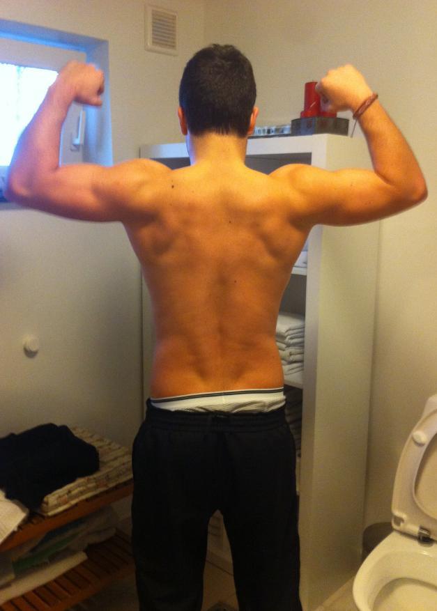 86ef67b7 Skal siges at jeg 45m / 1t inden trænede biceps, skulder og ryg (:D)
